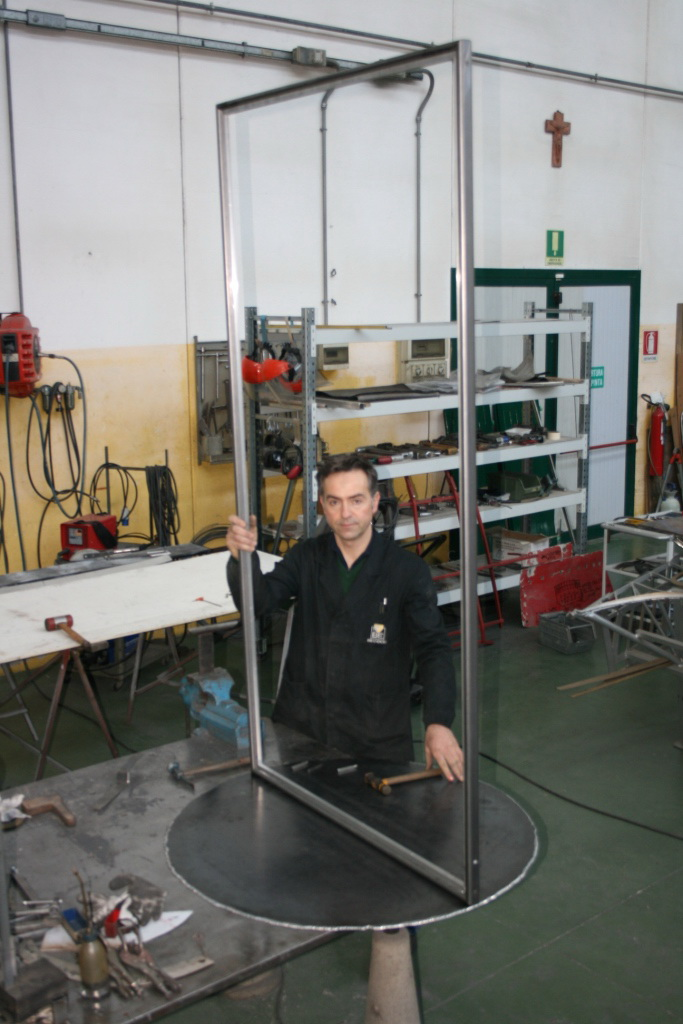 Roberto Brandoli with the finished 'free-standing frame